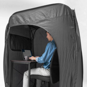 """Tent-desk to """"isolate yourself from noise"""" during smart working"""